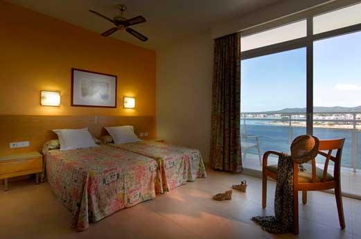 Amare Beach Hotel hotelkamer