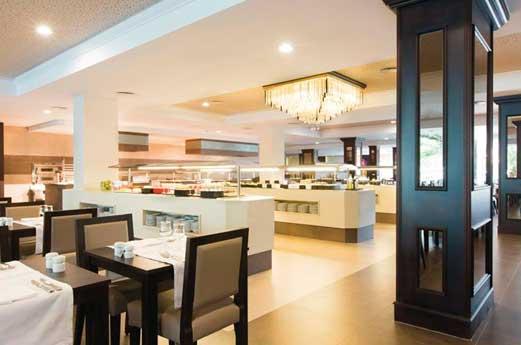 Hotel Riu Bravo restaurant