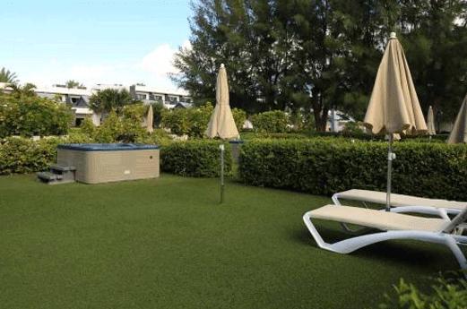 R2 Bahia Design Hotel & Spa Wellness Tuin met jacuzzi